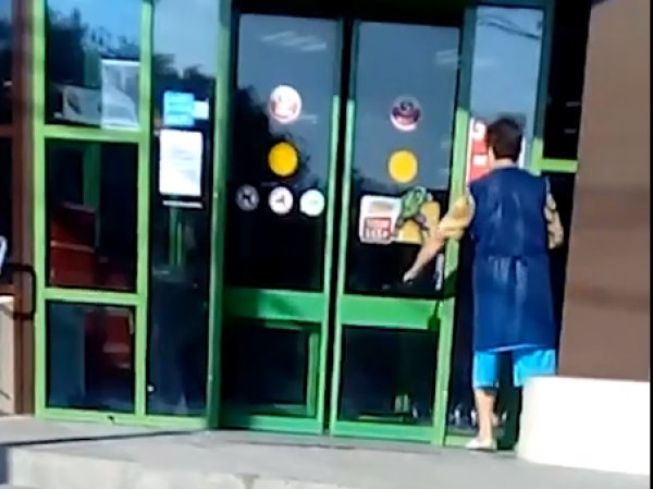Настойчивая уборщица из Таганрога стала звездой в соцсетях