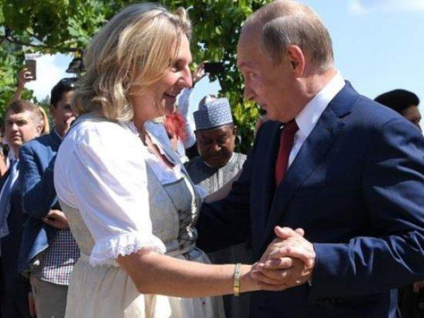На YouTube появилось видео танца Путина и главы МИД Австрии на свадьбе