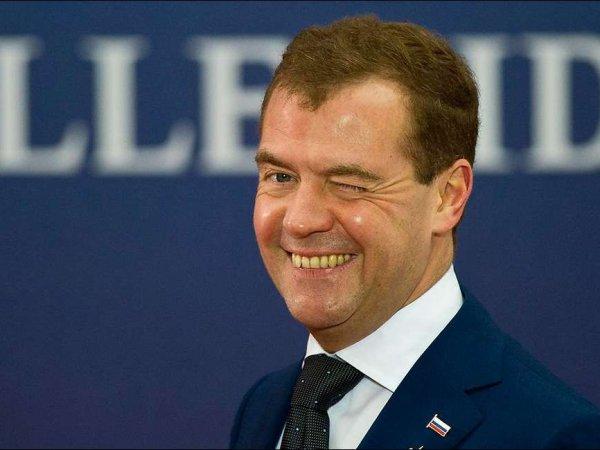 В соцсетях и СМИ строят версии, куда пропал Медведев и не верят в объяснения правительства