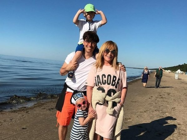 СМИ: Пугачева и Галкин с детьми получают вид на жительство в Европе