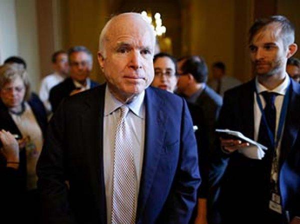 Трамп официально запретил называть сенатора Маккейна героем