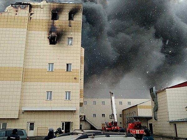 """СМИ: пожар в ТЦ """"Зимняя вишня"""" начался со светильника"""
