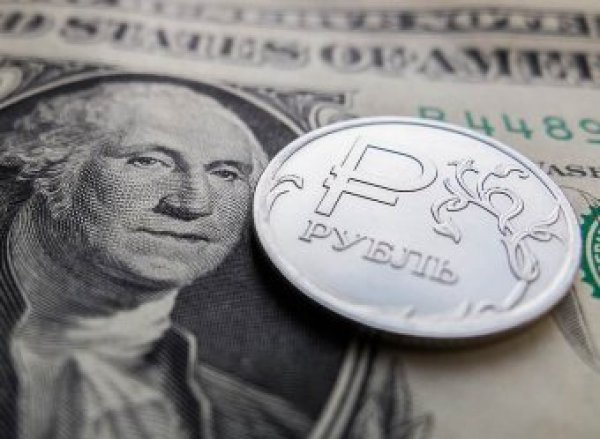 Курс доллара на сегодня, 23 августа 2018: курс рубля уходит в новое пике из-за санкций - эксперты