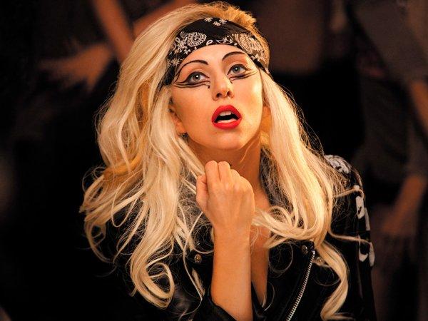 Леди Гага опубликовала голые фото в колготках в Instagram