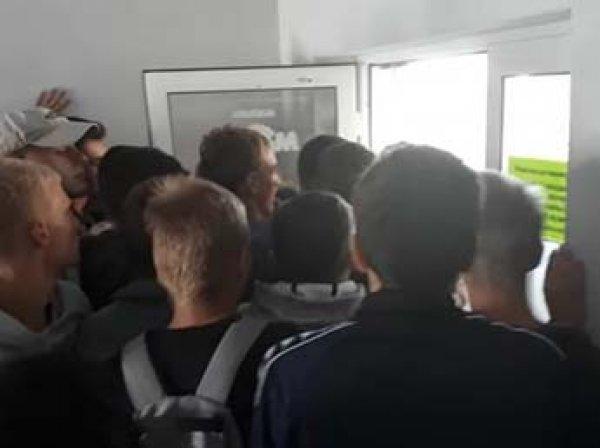 В Сеть попало видео страшной давки на открытии секонд-хенда в Белоруссии