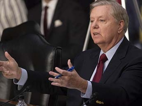 """Американский сенатор рассказал про """"адский удар"""" по России, который обрушит рубль"""