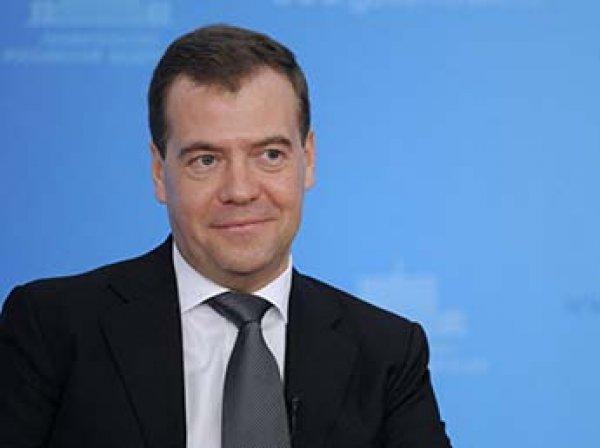 """""""Как горькое лекарство"""": Медведев объяснил пользу пенсионной реформы"""