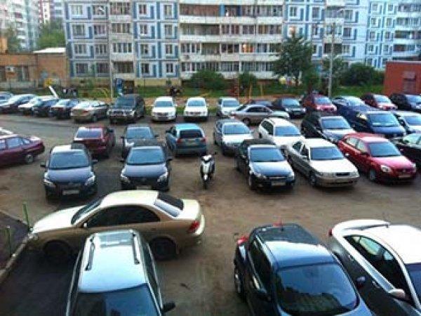 В России могут запретить парковки во дворах