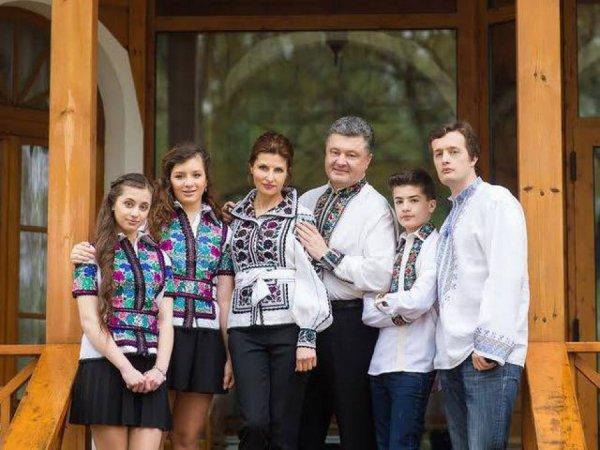 """""""Либо дуры, либо в Европе"""": дочери Порошенко не поступили ни в один из украинских вузов"""