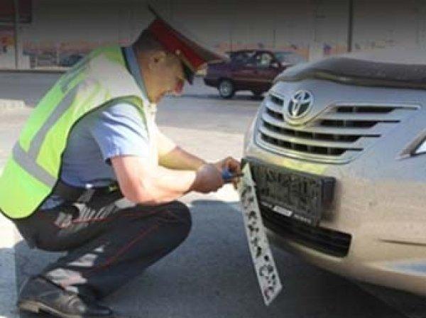 Путин запретил инспекторам ГИБДД снимать номера с машин