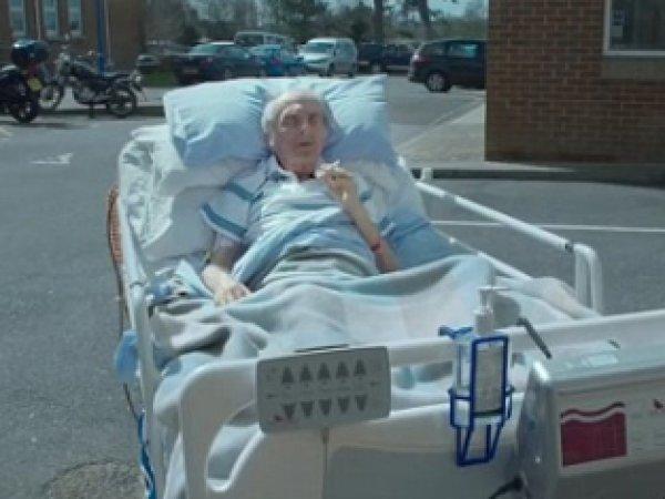 Режиссер Стивен Иствуд снял момент смерти пациента хосписа для документального фильма