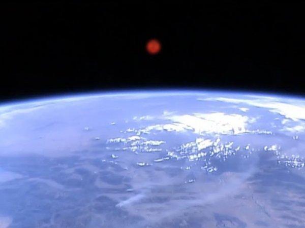 Нибиру разглядели на фото над Крымским мостом, а NASA зафиксировало странные сигналы