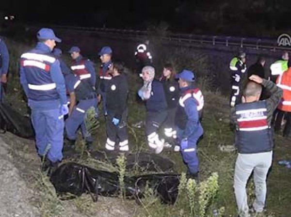 Пассажирский автобус свалился в воду в Турции: 7 человек погибли, 28 ранены