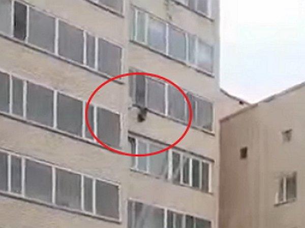 В Астане ребенок чудом спасся, выпав из окна 10-го этажа