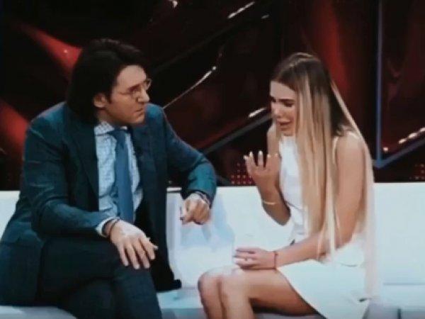 Модель рассказала в эфире Малахову, как ее изнасиловал певец Александр Серов