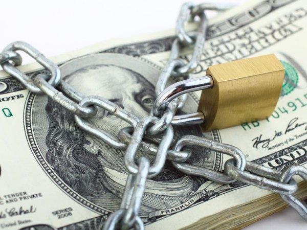 СМИ: депутаты Госдумы планируют ввести запрет на доллары в регионах РФ