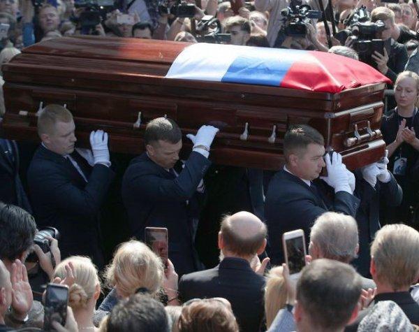 Похороны Иосифа Кобзона на Востряковском кладбище омрачились ЧП на церемонии прощания (ФОТО, ВИДЕО)