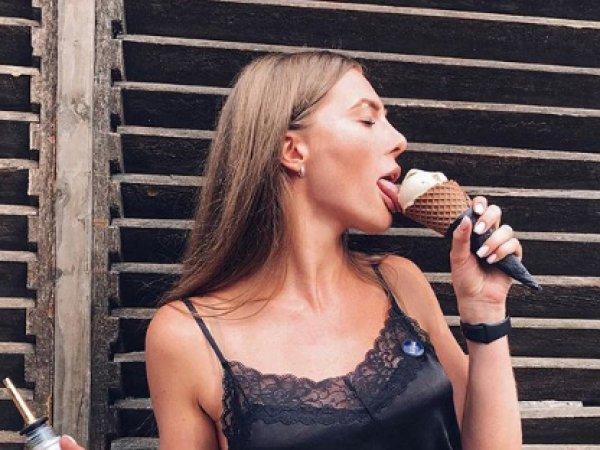 """""""Взрослое мороженое – взрослые фотографии"""":  """"голую"""" рекламу в Сети сочли непристойной"""