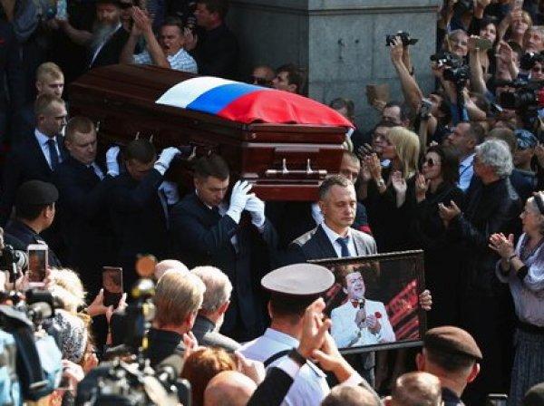Раскрыты подробности похорон Кобзона: на поминках певца гости пели и веселились