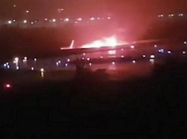В аэропорту Сочи Boeing со 164 пассажирами скатился в реку и загорелся: 18 пострадавших (ФОТО, ВИДЕО))