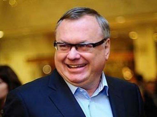 """Глава ВТБ извинился перед экс-главой британского МИД за фразу про """"уродов"""""""