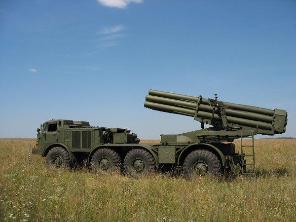 """Россия подтянула к границе с Донбассом сотни танков и """"Ураганы"""": опубликовано видео"""