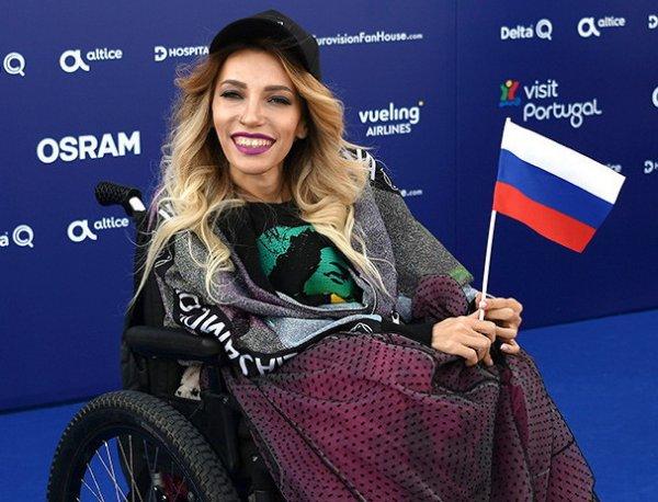 «Пусть валит унитазы мыть!»: Юля Самойлова разгневала Сеть намерением эмигрировать из России