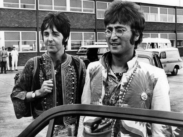 Пол Маккартни рассказал о групповой мастурбации на вечеринке у Джона Леннона