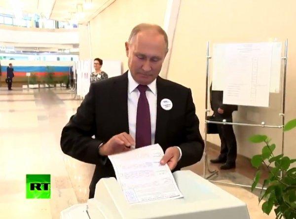"""""""Да ладно?!"""": конфуз с Путиным при голосовании на выборах мэра Москвы попал на видео"""