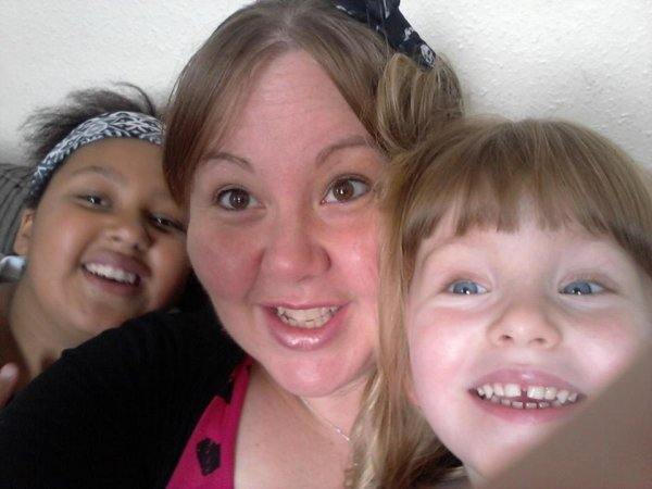 Фото младшей дочери за 3 года до ее рождения ужаснуло мать
