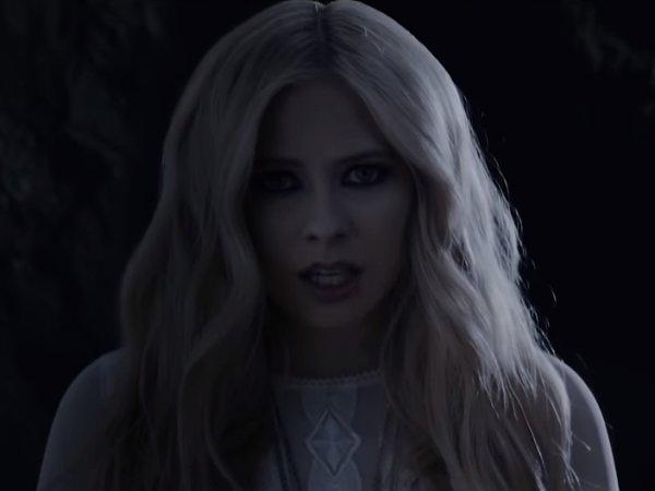 Певица Аврил Лавин выпустила первый клип после тяжелой болезни