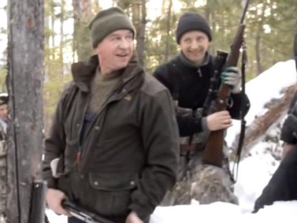 """""""Типичный чиновник"""": видео расстрела спящего медведя иркутским губернатором взорвало Сеть"""