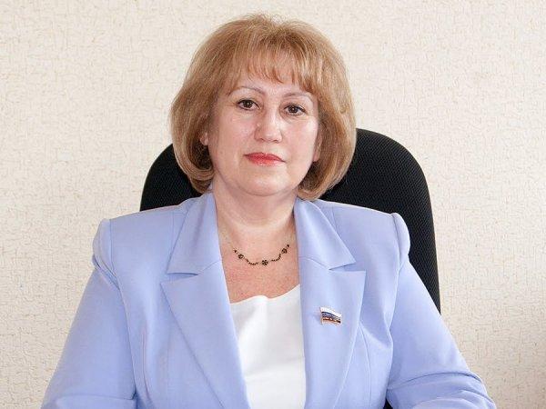 """""""Одни долги"""": депутат Госдумы с зарплатой в 380 тысяч пожаловалась на нехватку денег"""