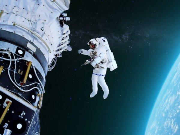 """В """"Роскосмосе"""" выяснили, зачем астронавты США намеренно продырявили """"Союз"""""""
