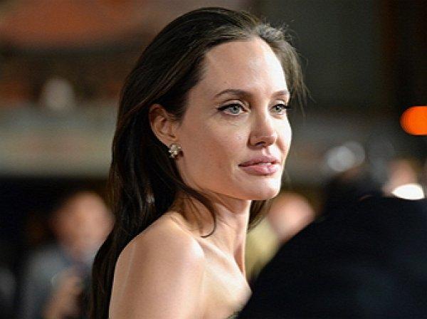 Джоли раскрыла компромат на Питта: кумир миллионов показывал голый зад девочке