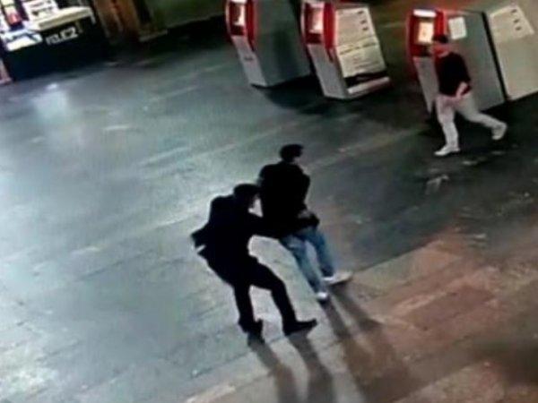 Видео резни на Курском вокзале появилось в Сети