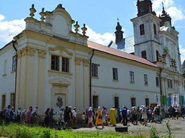 """Радикалы """"Правого сектора"""" на Украине захватили православный храм"""