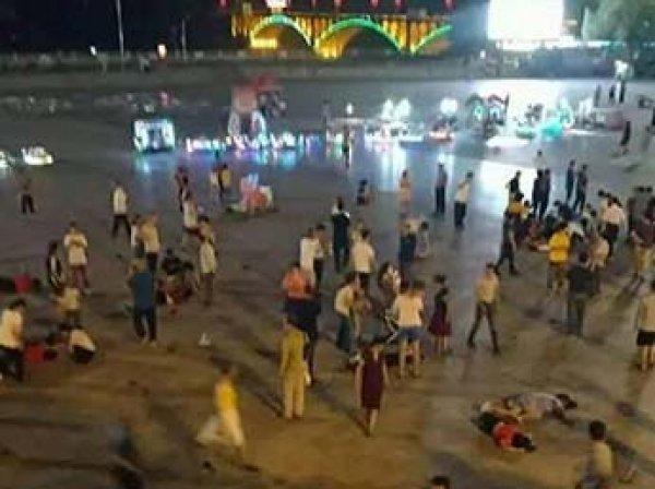 В Китае внедорожник въехал в толпу пешеходов: трое погибли, 43 пострадали