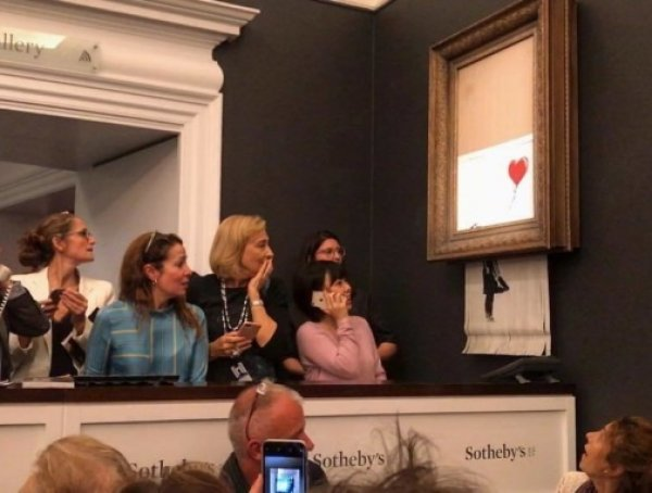 Картина Бэнкси, проданная за ,4 млн, сама себя уничтожила сразу после аукциона (ВИДЕО)