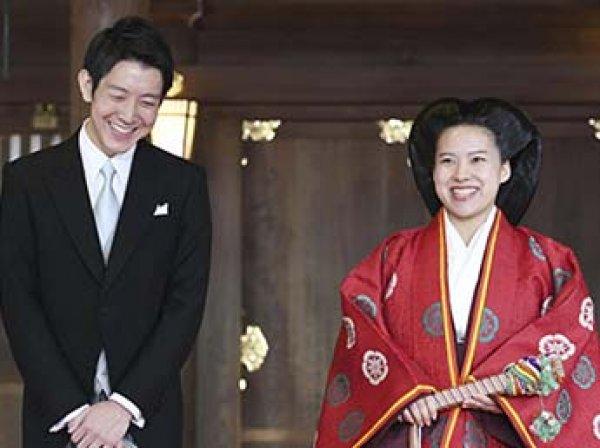 Японская принцесса потеряла титул после свадьбы с простолюдином