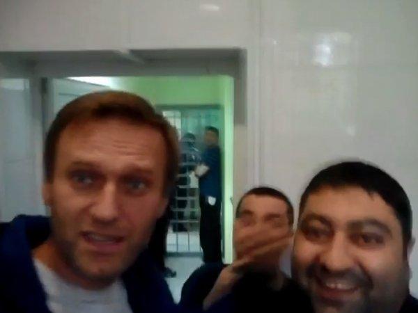 """Поет """"оперный оркестр камеры №1"""": видео с Навальным из СИЗО появилось в Сети"""