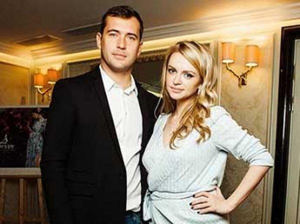 «Тема будет плакать»: суд обязал Кержакова вернуть сына жене