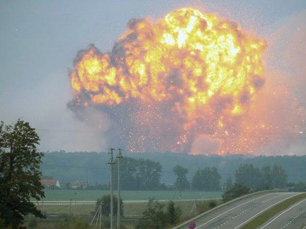 Паника на Украине: в Черниговской области взорвался склад боеприпасов