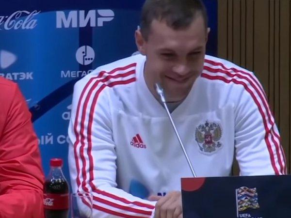 Неожиданная реакция Дзюбы на вопрос о Кокорине с Мамаевым озадачила Сеть (ВИДЕО)