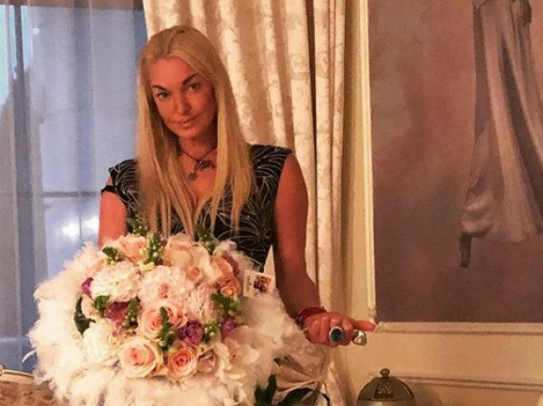 """""""Как это развидеть?"""": Волочкова шокировала фото с заплывшими жиром боками"""