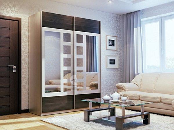 Объявление о продаже шкафа стало хитом в Сети благодаря фото отражения в зеркале