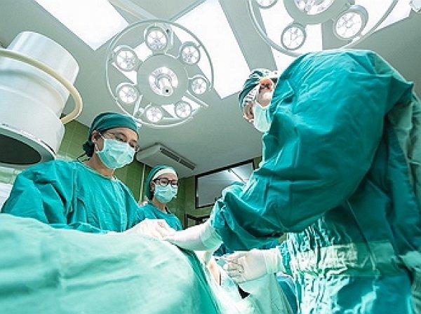 В Китае врачи достали 11 живых червей из глаза младенца