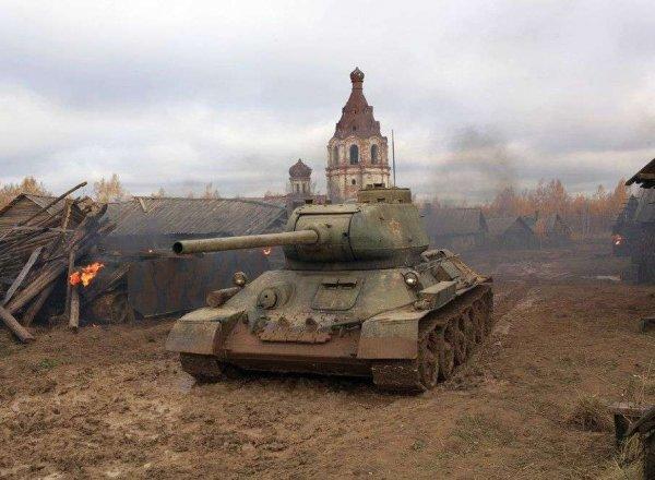 Под Калугой на съемках патриотического фильма каскадера раздавило танком: опубликовано видео