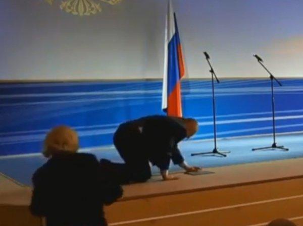 Эпичное падение Жириновского на инаугурации владимирского губернатора попало на видео