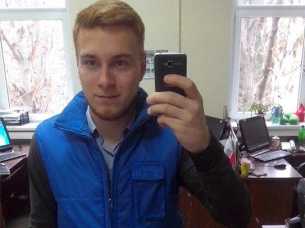 Журналист Никита Развозжаев, избитый в эфире НТВ в День десантника, покончил с собой. Он оставил записку